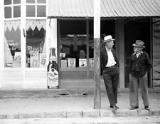 "1938 Chatting, Toronto, Kansas Old Photo 8.5"" x 11"" Reprint"