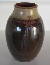 Vase en céramique façonné sur le tour de potier de Patrick et Françoise