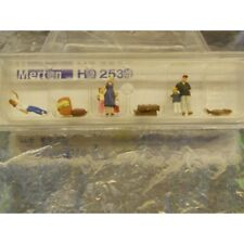 ** Merten H0 2539 Figure Pack Waiting Passengers With Luggage 6 1:87 H0 Scale