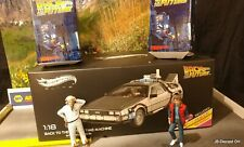 1:18 Hot Wheels DeLorean Back To The Future with 2 figurines.