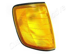86-93 MERCEDES-BENZ W124 RH CORNER LIGHT 1248260343 right turn signal park lamp