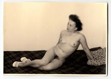 MATURE WIFE POSING NUDE FOR HUSBAND / AKTFOTO * Vintage 1950s Photo #14