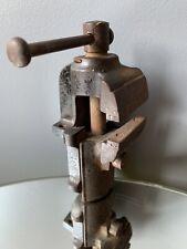 outil ancien bijoutier bijouterie étau old vintage watchmaking tool 1900 1930