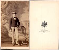 Ken, Paris, Beau jeune garçon en canotier en pose, circa 1865 CDV vintage albume