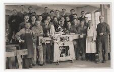 1/638 FOTO GROßENHAIN SCHUHFABRIK MASCHINE ALTE TECHNIK SCHÜRZE DDR WERKSTATT