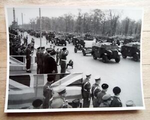 WW2 1945 original photo Victory Parade Berlin soldiers officers armoured cars