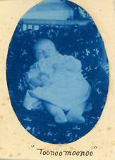 France, Nourrisson qui dort, ca.1900, vintage cyanotype print Vintage cyanotype