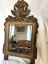 Petit miroir de style Louis XVI bois sculpté doré