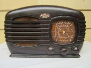 Vintage Sky Raider Tube Radio.