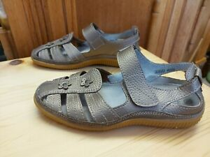 Gold Shoes/Sandals by Damart, Touch Strap, Size 4 EEE