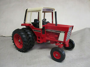 (1976) International Harvester Model 1586 with Duals Toy Tractor, 1/16 Scale