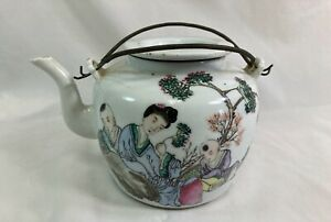 Antique Chinese Famille Rose porcelain tea pot