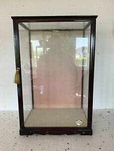 Petite vitrine a trois faces vitrées en bois laqué noir XX siècle
