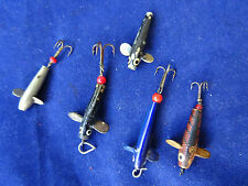 A GOOD SELECTION OF SMALL VINTAGE HARDY THREADLINE PENNELL DEVON LURES