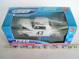 1:24 VINTAGE 1998 RACING CHAMPIONS DIECAST CAR 42 LEE PETTY 1949 PLYMOUTH DELUXE