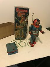 VINTAGE ORIGINAL SONSCO SPACE MAN REMOTE CONTROL ROBOT SPACE TOY METAL