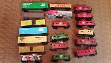 vintage 19 Pc Lot of HO Scale Caboose Diesel Engine Box Cars nice mix