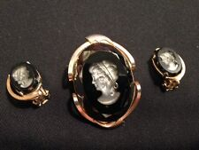 VINTAGE 1970'S CUT GLASS IMPRINTED CAMEO IN BLACK & GOLD! BROOCH & EARRING SET!