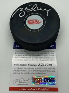 Brett Hull Detroit Red Wings Signed AUTOGRAPH Hockey Puck PSA DNA with Case 79
