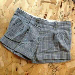 ABERCROMBIE & FITCH Pleat-Front Low Rise Cuffed Stretch Shorts Women's Size 6