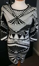 BLACK & WHITE FOREVER 21 KNITTED LONG SLEEVED DRESS M/L WITH LABELS NEVER WORN