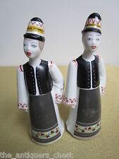 "Hollohaza Hungary pair of figurines, Budapest.4 3/4"" tall ]a*2]"