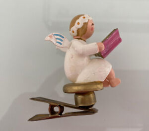 Margeriten Engel mit Liederbuch Buch auf Clip Wendt und Kühn Erzgebirge 1901/21