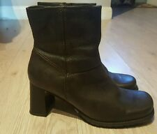 Ladies women's boots by Barratts Monument, size 6, Brown New*