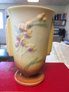 Roseville Ixia Vase 852-6 Yellow Very Nice