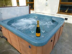 DEPOSIT FOR  WEEKEND WALES FARMHOUSE  HOLIDAY COTTAGE SLEEPS 12 HOT TUB