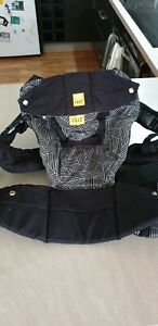 Lille Baby 6 in 1 black baby carrier. Excellent condition.