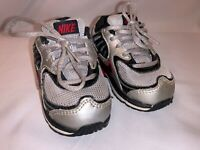 Nike Shox Baby Shoes Size 6C Silver and Red 398432-003 Toddler