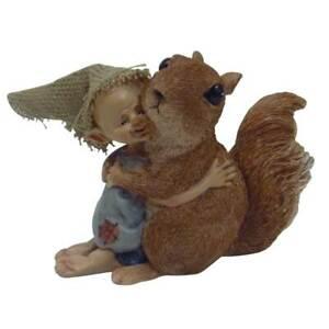 Du bist mein bester Freund! Pixie und Eichhörnchen umarmen sich