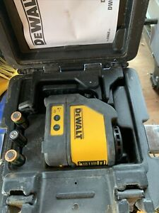 Dewalt- DW088CG- Green Cross- Line Laser Level Self Inc Bracket - Latest Model