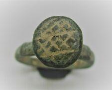 Anillo de Bronce detector encuentra Antiguo Vikingo con grabados rúnicos