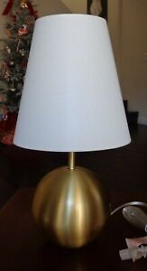 KATE SPADE NEW YORK BRUSHED GOLD SPHERE BALL DESK TABLE LAMP WITH SHADE NEW