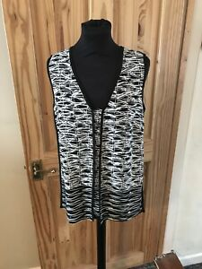 Roman Top Size10,  V Neck, Sleeveless, v neck  In Black And White