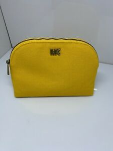 NWT MICHAEL KORS LARGE LT YELLOW  TRAVEL POUCH CLUTCH COSMETIC BAG NWT $78