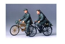 Tamiya 35240 - 1/35 WWII Figuren Set Deutsche Soldaten Mit Fahrrad - Neu