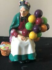 Royal Doulton Figurine The Old Balloon Seller H.N .1315 Excellent Condition