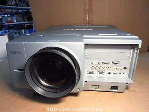 13 HOURS! SANYO PLC-EF60A Beamer Projector 2x 300W 5800 LUMENS SXGA+ Short Throw
