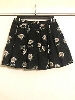 "FOREVER 21 Women's Size 28"" Pleated Mini Skirt Black White Daisies Pleated EUC"