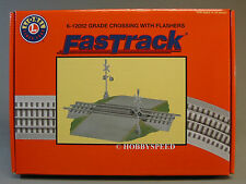 LIONEL FASTRACK GRADE CROSSING W FLASHERS 3 rail train track road 6-12052 NEW