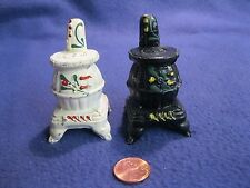 Vintage White Black Pot Bellied Pipe Stove Cast Iron Salt and Pepper Shakers   2