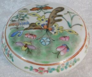 ATQ 19c CHINESE ROSE FAMILLE BUTTERFLY PORCELAIN SEAL PASTE TRINKET 3 PIECE BOX