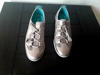 Ecco women's Elastic Toggle Sneakers slip-on shoes Gold Metallic Eu 40 US 8.5