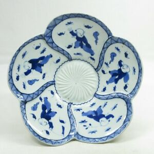 A838: Japanese flower shaped plate of OLD IMARI porcelain with KARAKO painting