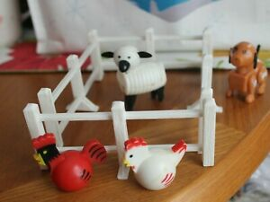 Vintage Fisher Price Little People 4 Farm Animals & 4 Pieces of White Farm Fence