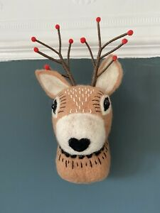 Sass & Belle Christmas Stag Dear Head Wall Mounted Decoration Winter Forest Fawn