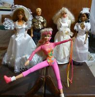 Lot 1 ken et 4 Barbie